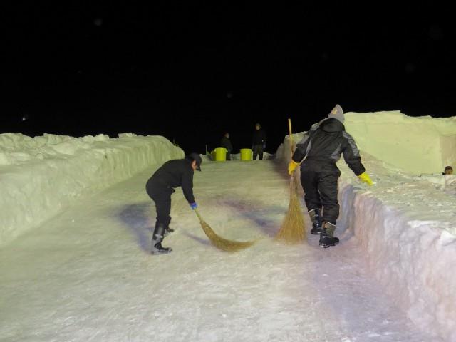 滑り台制作の様子1