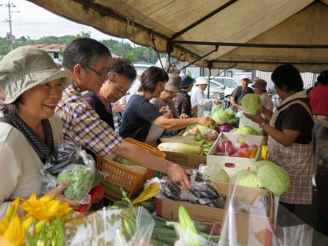 昨年の野菜市の様子