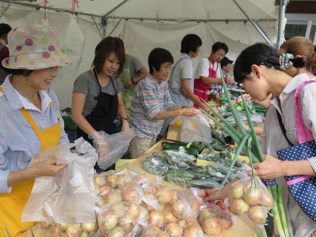 野菜市の様子