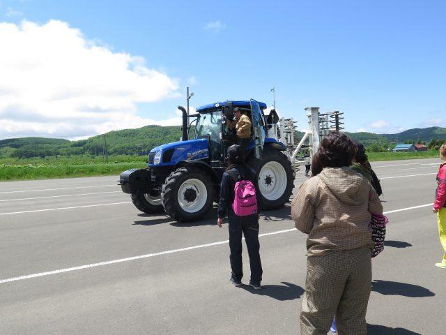 トラクター試乗体験1