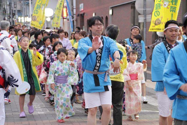 舞踊パレードの様子1