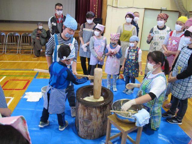 相内小学校ふるさと大収穫祭の様子2