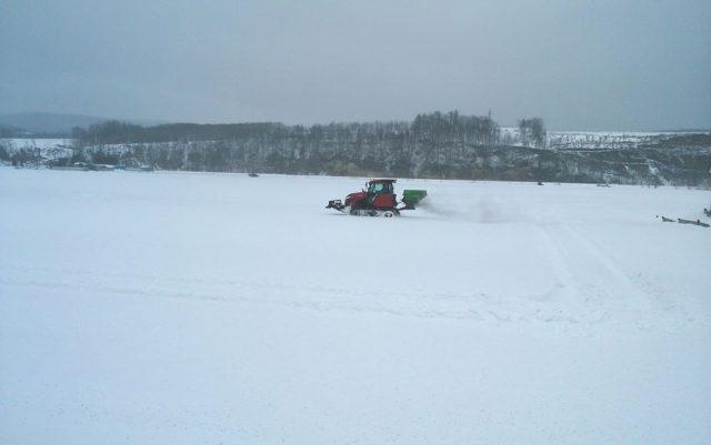 融雪剤散布風景1