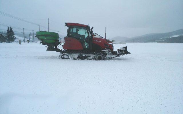 融雪剤散布風景2