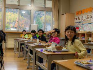 置戸小学校給食の様子2