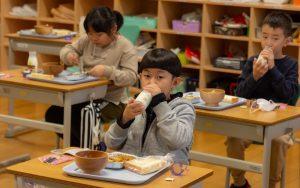 置戸小学校給食の様子4