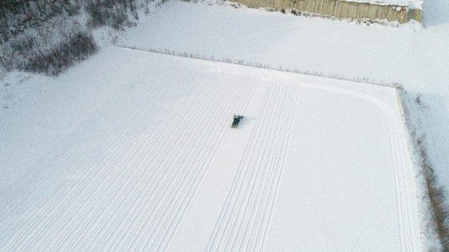 雪踏み作業の様子1